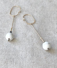 cinq / Inq dot earring / 14k gold filled   with Howlite