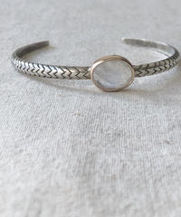 ishi  jewelry / cobra one stone bangle / moonstone
