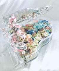 【プリザーブドフラワー/グランドピアノシリーズ】スワロフスキーの輝きをまとったパステルの花たちが口ずさむ優しいメロディ