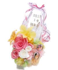 【プリザーブドフラワー/ガラスの靴リングピロー】ピンクのリボンと明るく陽気なお花たちの祝福の靴【リボンラッピング付き】