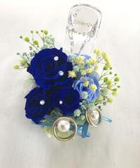 【プリザーブドフラワーリングピロー/本当のガラスの靴シリーズ】シンデレラのガラスの靴とブルーの薔薇と小花たちの輝き