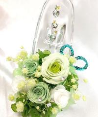 【プリザーブドフラワー/ガラスの靴シリーズ】グリーンと白の可憐なミニ薔薇とハートたちの楽しい時間