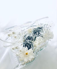 【プリザーブドフラワー/グランドピアノシリーズ】シルバーローズの輝きと白い花たちの美しくピュアな音色