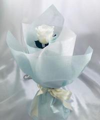 【プリザーブドフラワー/白薔薇のふんわり一輪ラッピング】