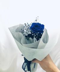 【プリザーブドフラワー/青薔薇とブルーカスミ草の一輪ラッピング】