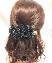 【プリザーブドフラワー/ヘアアクセサリーシリーズ/本当の紫陽花の髪飾り】まるで自分の一部のように。黒い紫陽花のシックでエレガントな髪飾り