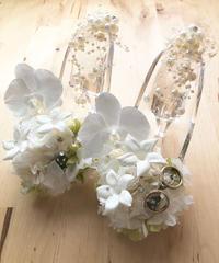 【プリザーブドフラワー/ガラスの靴リングピロー】白い胡蝶蘭が夢見る幸せと白い薔薇とジャスミンの祝福