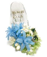 【プリザーブドフラワー/ガラスの靴リングピロー】クリアなガラスの靴にブルーと白と淡いグリーンの花たちの祝福を飾って