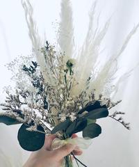 【プリザーブドフラワー/かすみ草とふんわりパンパスグラスの白い花束】