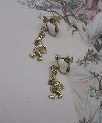 80s rabbit motif earring