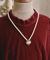 """VTG """"AVON"""" pearl flower necklace"""