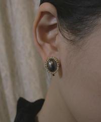 VTG black cabochon earring