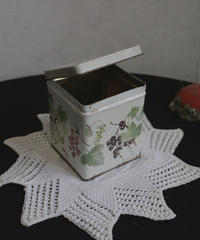 ATQ  UK botanical tin box