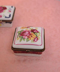 porcelain jewelry box C