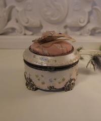 VTG pink  rococo accessory box 2