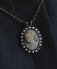 VTG pearl decorated blue cameo necklace