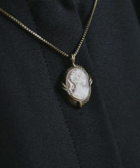 VTG  holland pink cameo necklace