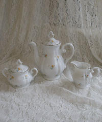 VTG flower motif tea set