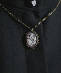 VTG holland rose motif cameo pendant