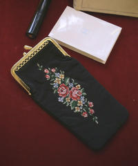 ATQ petit point long pouch