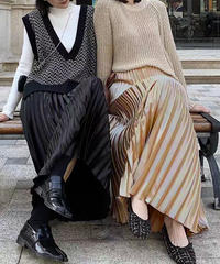 光沢プリーツロングスカート:4色展開