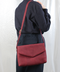 ac-20R7  burgundy letter bag