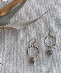 Kalusaito Earrings / white