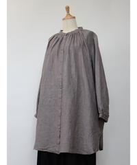 先染めリネン杢グレー バンドカラー襟・ヨークギャザー貝釦ワンピース  1color  〇ub-0182