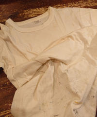 【 ~1960s Family Loom 】 White T-shirt with paint attached.