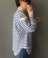 Off-shoulder border T-shirt