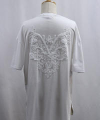 Bennu(ヴェンヌ)  120710110 / Back Embroidery  Hem Step Round Tee