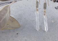 Pointed Crystal Earrings (グレー)