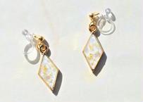 純金箔とクラッシュシェルの耳飾り ~ グリーン ~ Pure Gold Leaf Earrings with Shells – Green
