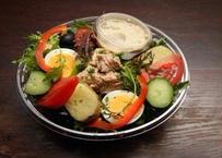 自家製カジキマグロのコンフィと季節野菜のサラダ Salade d'espadon confit maison et légumes du moment
