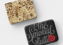 【スモークバター】「ダンディー・ピーティ」ピート・ウイスキーオークで燻製したバターに桜のチップで燻製した三種ナッツ、カカオニブと黒胡椒(発送目安:注文から1ヶ月〜2ヶ月)