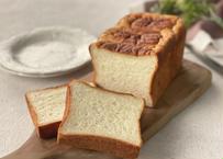 【リクエストにお応えして1/2サイズが登場!】究極の最高級食パン『 ふじ森』 ハーフサイズ:当店いちばん人気の最高峰食パン。フランス産発酵バターを贅沢に練りこみしっとりモチモチ食感が病みつきに。