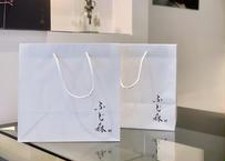 紙手提げ袋:ギフトやおもたせに利用いただくときは是非ご活用ください♪(2枚付き)