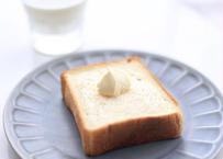 クラシック食パン|約21cm 1斤半:非常にシンプルでデイリー使いしやすい食パンです。到着したらすぐにスライスして食べない分は冷凍庫へ保管ください
