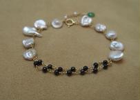 Black Spinal & F.W.Pearl Bracelet