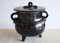 鍋型 陶器製貯金箱 三つ脚 メタリックな黒 高さ17.8cm