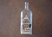 作家ものフランス雑貨 シャビーシック シロップのボトル カゴの中の鳥コラージュ1