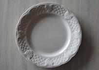 Choisy le Roi ショワジールロワ 白いレリーフ皿 直径19.8cm