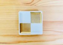白吹金市松紋角豆皿