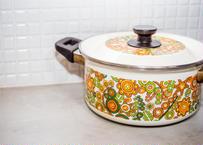 レトロ鍋_カラフルすぎる両手鍋/台所で活躍した歴史が刻まれています