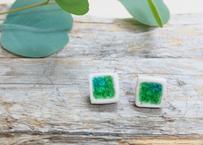 陶器とガラスのチタンピアス(M)「白釉/シーグリーン」(角型直付けタイプ)