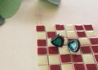 陶器とガラスのチタンピアス(S)「黒釉/シーグリーン」(ハート型直付けタイプ)