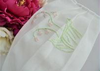手刺繍 清楚なスズランのマスクカバー ハンドメイド イングリッシュガーデン