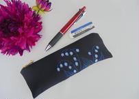 手刺繍すずらんの庭 ペンケース 受験・就活に対応します