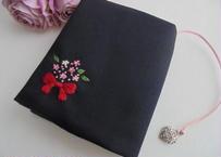 手刺繍  聖書カバー・讃美歌カバー・赤いリボンとわすれなぐさの花束