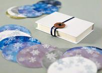 小箱に入った雪の結晶のミニカード